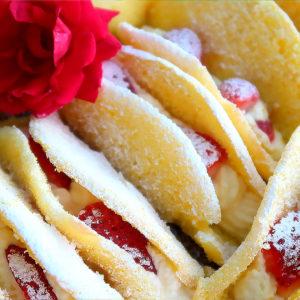Бисквитные пирожные с клубникой
