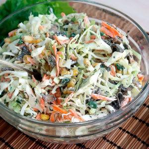 Необычный салат из молодой капусты