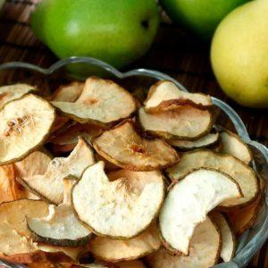 Фруктовые чипсы в сушилке